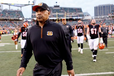 Bengals owner on retaining Marvin Lewis: 'I don't think we're far off'