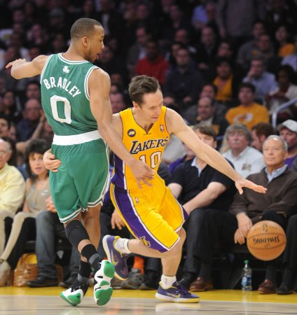 Court orders Lakers' Nash, ex-wife to stop Twitter word war
