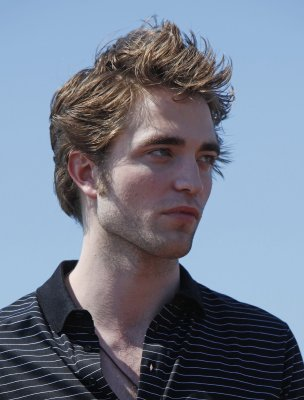 Pattinson booked for 4th 'Twilight' film