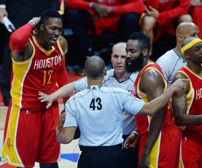 Houston Rockets' Dwight Howard detained at airport with gun
