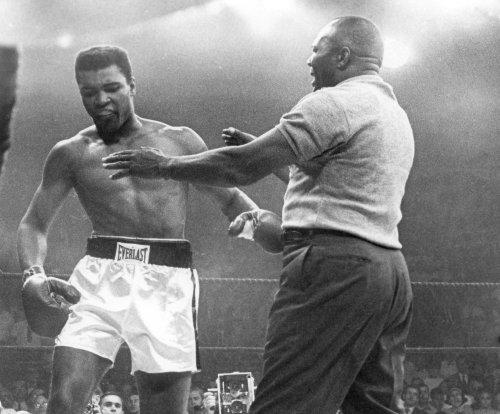 Muhammad Ali's condition 'very grave' at Arizona hospital, reports say