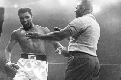 Muhammad Ali's condition 'very grave' at Arizona hospital, reports say
