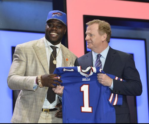 First-round pick Shaq Lawson finally debuts for Buffalo Bills