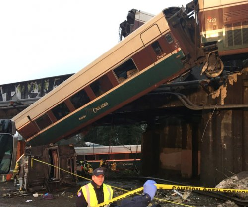 Multiple people dead after Amtrak train crash in Washington