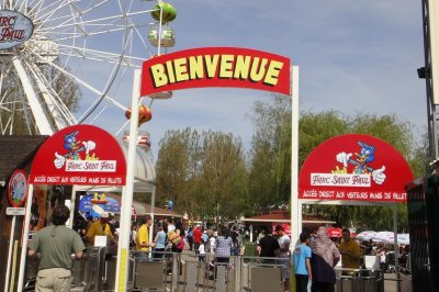 Woman dies after falling off French roller coaster