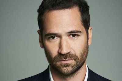 Manuel Garcia-Rulfo to star in Netflix's 'Lincoln Lawyer' series