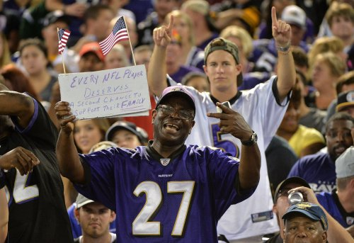 Gallery: Ravens fans still wearing Ray Rice jerseys, abuse survivors offer him support