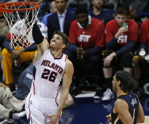 Atlanta Hawks rout Indiana Pacers to win 14th straight