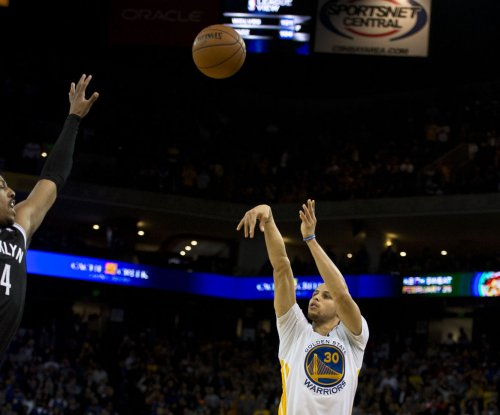 Stephen Curry leads Warriors to seventh straight win