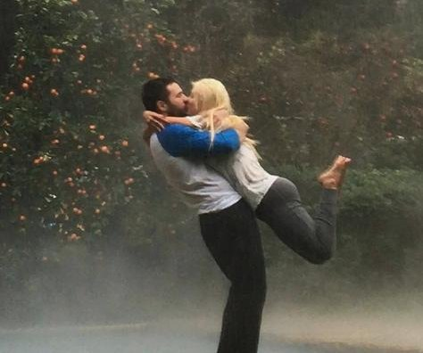 Christina Aguilera, fiancé channel 'The Notebook' with kiss