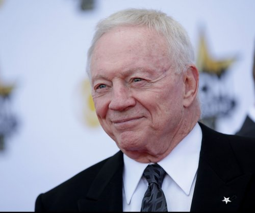 Dallas Cowboys' Jerry Jones has no plan to trade Tony Romo