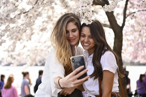 Study: Selfie-takers viewed as self-absorbed, less successful