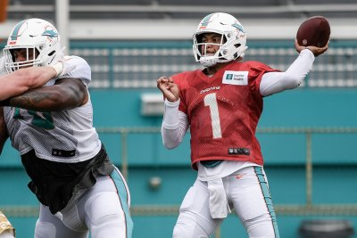 Dolphins to name Tua Tagovailoa starting QB for Week 8