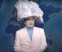 Bowen Yang plays Titanic iceberg on 'SNL'