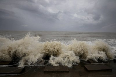 Hundreds of thousands evacuated as cyclone bears down on India