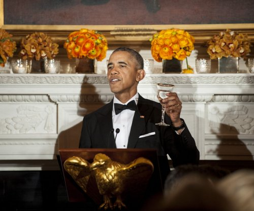 Obama urges for improved politics at governors dinner