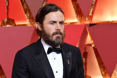 Casey Affleck withdraws from presenting at Oscars