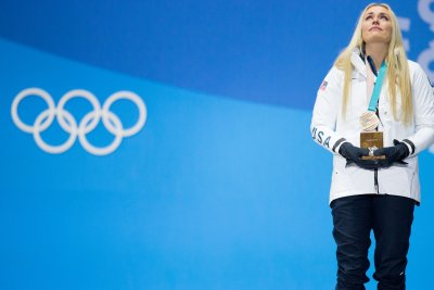 Lindsey Vonn breaks down after bronze: 'I never gave up'