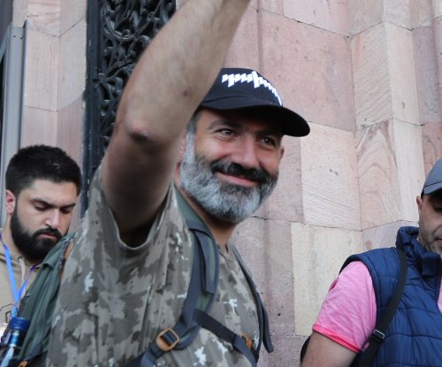 Armenian opposition leader gets PM support, calls off strike