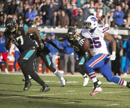 Rivals? Dolphins' Frank Gore, Bills' LeSean McCoy working out together