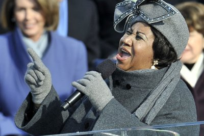 Legendary soul singer Aretha Franklin dies at 76