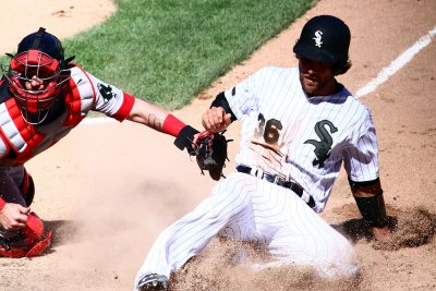 White Sox aim to slide past Twins