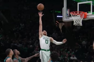 Celtics' Jayson Tatum finishes huge one-handed alley-oop over Hornets