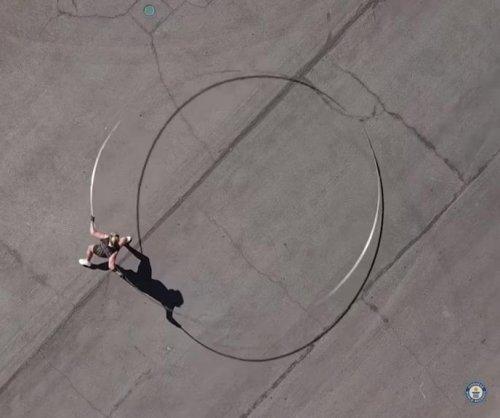 Las Vegas woman spins world's largest hula hoop