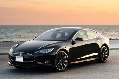 Electric car maker Tesla debuts quick battery swap system