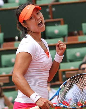 Li, Schiavone to meet in French Open final