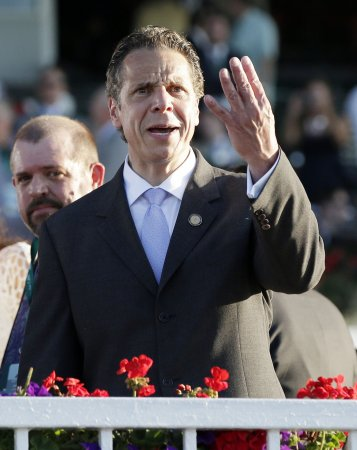 Poll: Investigation not hurting N.Y. Gov. Andrew Cuomo's re-election