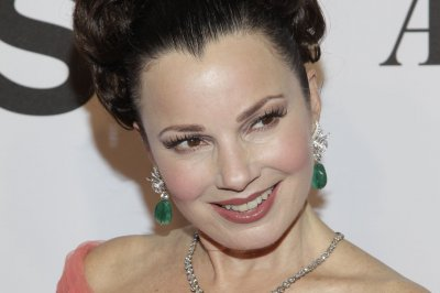 Fran Drescher reunites with 'The Nanny' cast at play opening