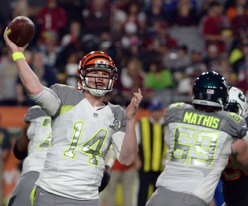 Bengals QB Andy Dalton hears boos at celebrity softball game