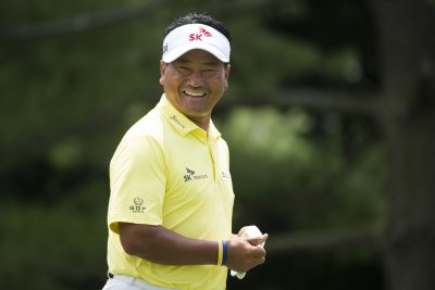 K.J. Choi, Scott Brown tied for Farmers lead