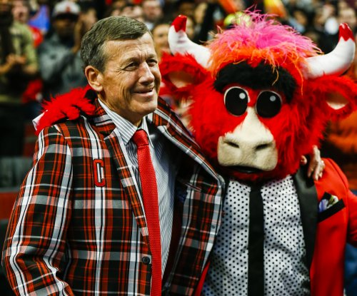 Flamboyant TV sports reporter Sager dies of cancer at 65
