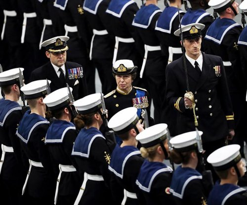 Queen commissions British Royal Navy's largest ship