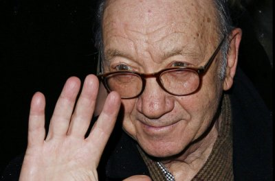 'Odd Couple,' 'Barefoot in the Park' playwright Neil Simon dead at 91