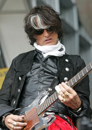 Perry: Aerosmith looking for new singer