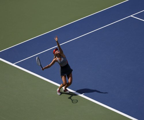 Maria Sharapova, Simona Halep advance at Australian Open