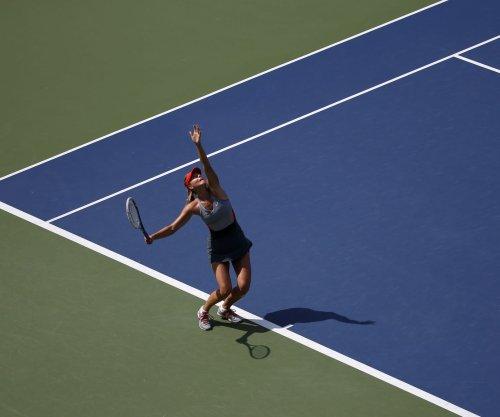 Maria Sharapova, Simona Halep advance at Australian Open