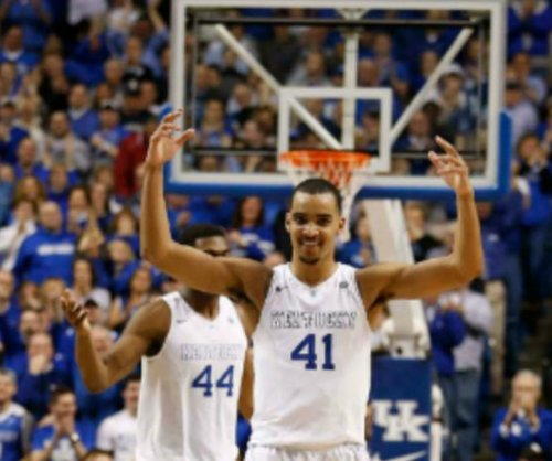 No. 1 Kentucky routs No. 18 Arkansas