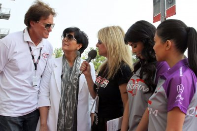 Kris Jenner tweets support for Bruce Jenner, calls him her 'hero'