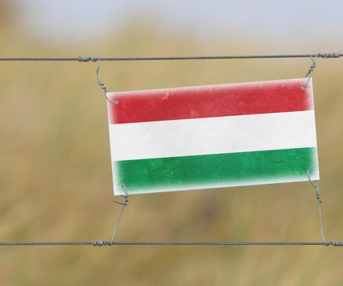 Hungary to finish building anti-migrant fence by Nov. 30