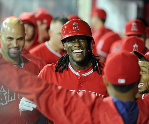 Los Angeles Angels OF Cameron Maybin leaves game with leg injury