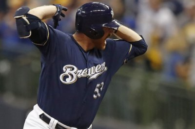 NLCS: Brewers hold off Dodgers in Game 1