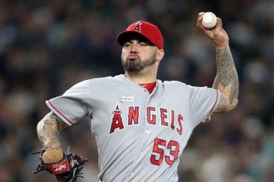 Los Angeles Angels' Hector Santiago mesmerizes Seattle Mariners