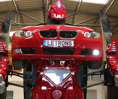 Turkish engineers show off real-life 'Transformers' robot car