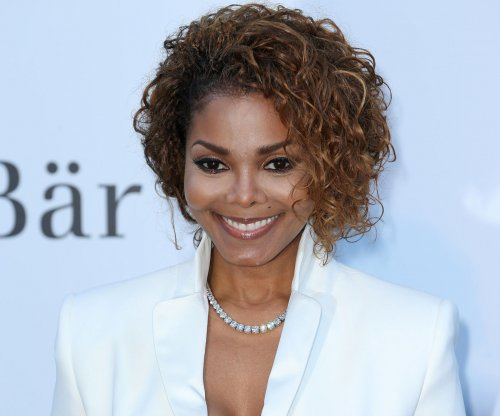 Janet Jackson officially confirms her pregnancy