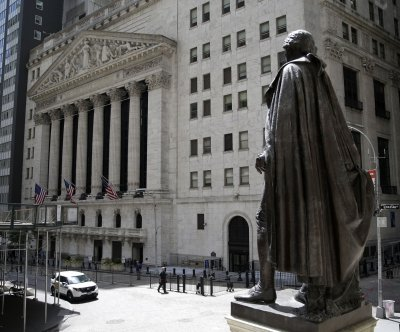 Dow sheds more than 300 points in early trading Thursday