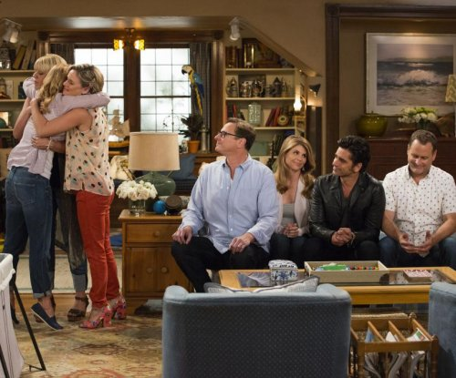 Jodie Sweetin, Lori Loughlin appear in first photos from 'Fuller House'